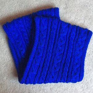 Royal blue American Eagle infinity scarf